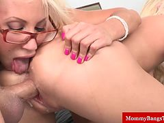 Milf mature fucked while eating box